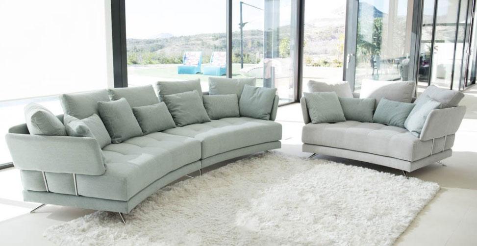 Los sofás curvos son una de las tendencias de decoración de 2018